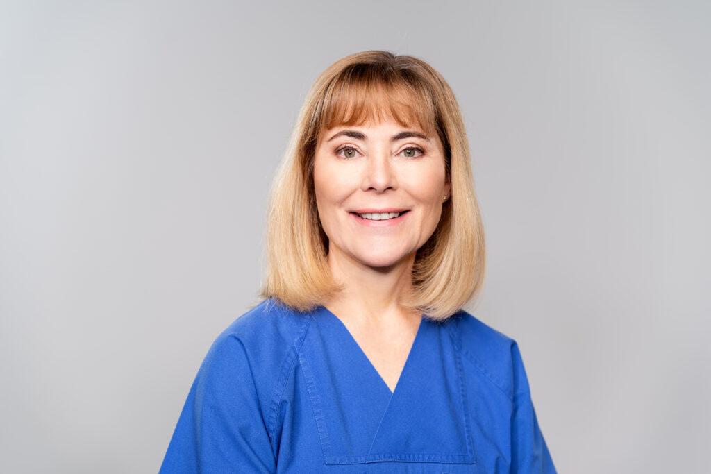 Dr. Claudia Schaar